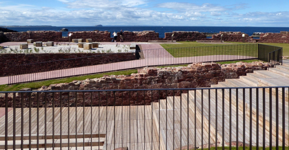 Lo Res View from upper level of battery towards coastal garden & Bass Rock, credit rankinfraser landscape architecture